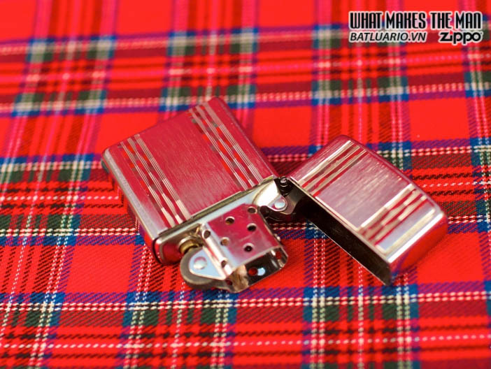Zippo 24994 - Zippo Vertical Brush Stripes Emblem