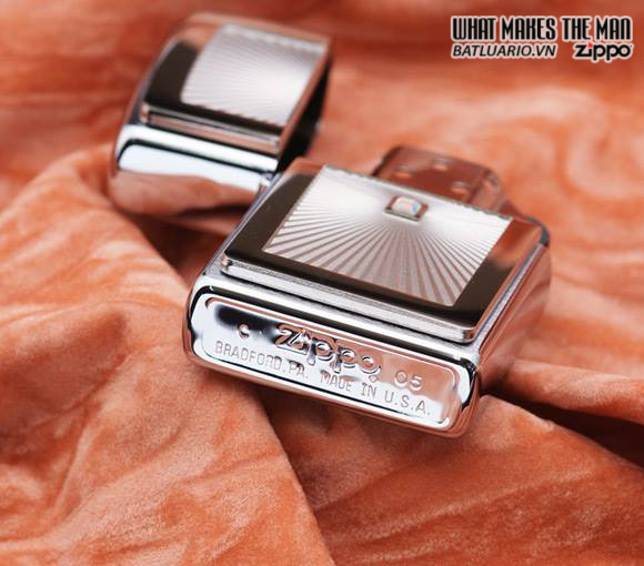 Zippo 20882 – Zippo Picture Perfect Emblem Brushed Chrome