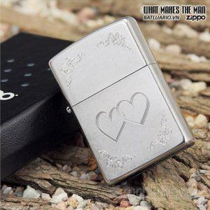 Zippo 24016 – Zippo Heart to Heart Street Chrome 2