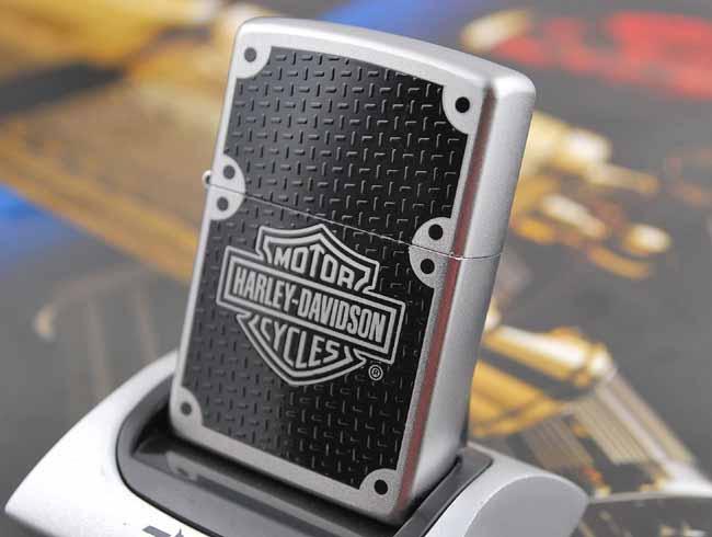 Zippo 24025 - Zippo Harley Davidson Carbon Fibre Satin Chrome 1