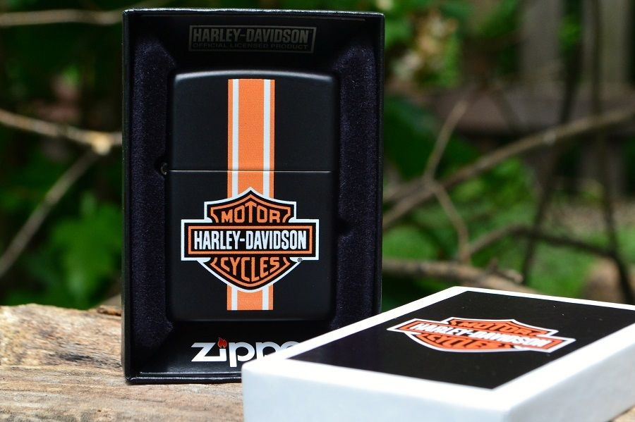 Zippo 24956 - Zippo Harley Davidson Badge and Stripe Black Matte 1
