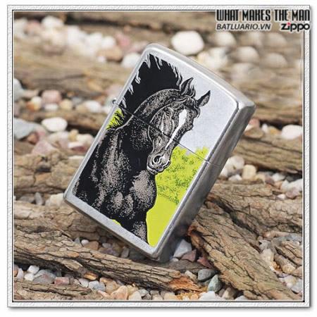 Zippo 24312 – Zippo Black Horse Street Chrome