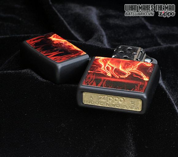 Zippo 28304 – Zippo Horse Flaming Black Matte 1