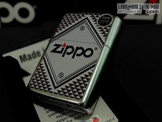 Zippo 28465 – Zippo Red And Chrome Triangles Street Chrome