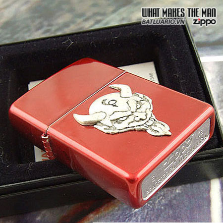 Zippo 21061 – Zippo El Diablo Emblem Candy Apple Red