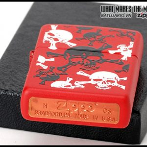 Zippo 24471 – Zippo Skull & Crossbones Red Matte 2