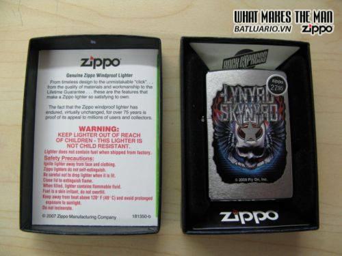 Zippo 28023 – Zippo Lynyrd Skynyrd Skull and Star Brushed Chrome