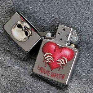 Zippo 28464 – Zippo Skull Love Bites Street Chrome 5