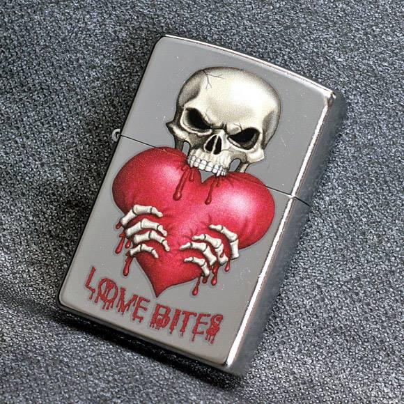 Zippo 28464 – Zippo Skull Love Bites Street Chrome 3