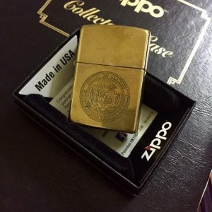 Zippo 1989 – Solid Brass Chủ đề Logo Quốc Huy HAWAII 5