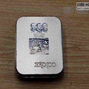 ZIPPO 2005 – APOLO II CREW 8