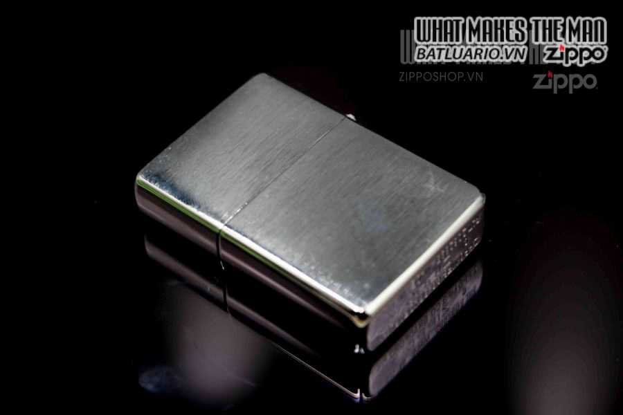 ZIPPO 1997 – REPLICA METALIQUE WORLD'S FAIR 3