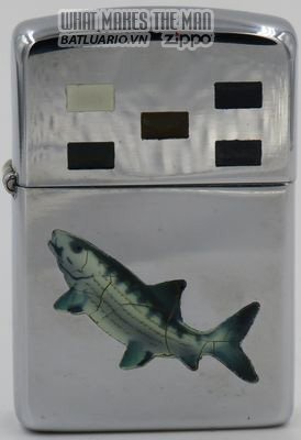 Zippo 1953 Town & Country - Zippo with engraving of a fish