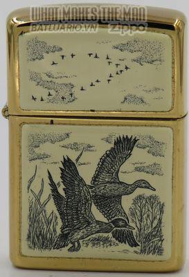 Zippo 1991 Scrimshaw Ducks in flight