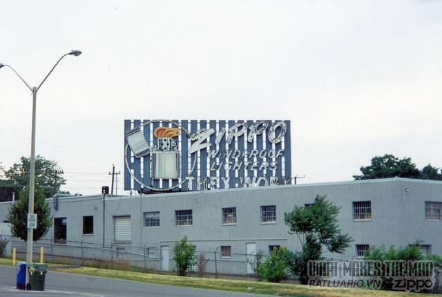 Nhà máy Zippo Canada 2