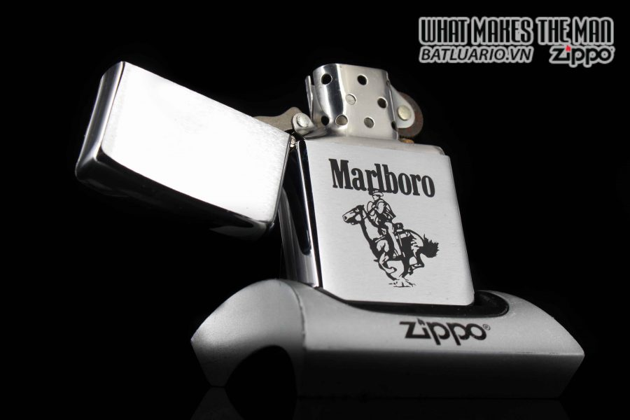 ZIPPO 1986 – MARLBORO MAN ON HOUSE 1