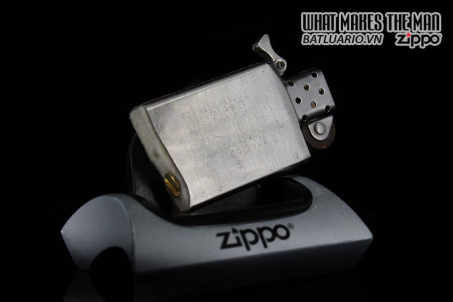 ZIPPO SLIM XƯA 1982 – PRESENTED BY JAMES D. WATKINS – USN CHIEF OF NAVAL OPERATIONS 2