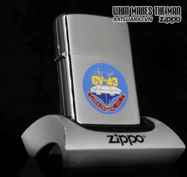 ZIPPO XƯA 1981 – USS CORAL SEA CV 43 – PRESENTED BY COMMANDING OFFICER CAPTIAN J.L JOHNSON