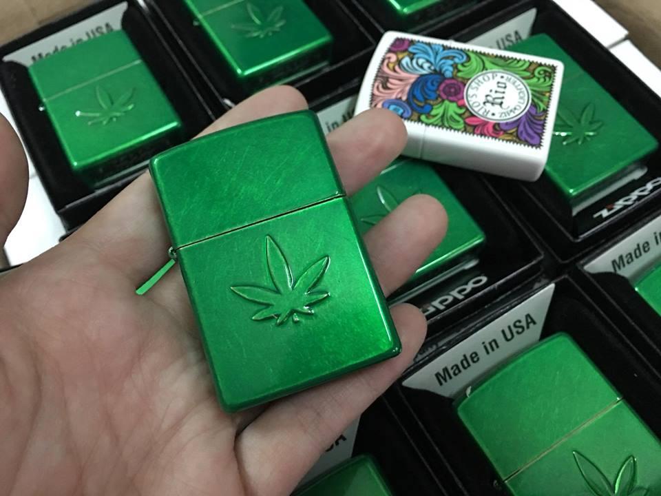 Zippo 29662 - Zippo Stamped Weed Leaf Meadow 1