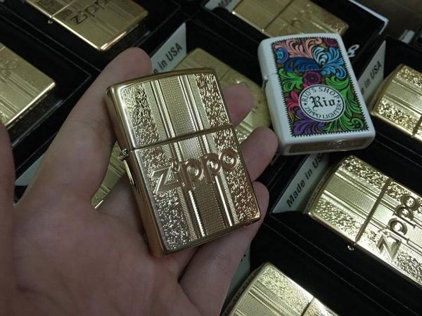 Zippo 29677 - Zippo Engraved Pattern High Polish Brass 2