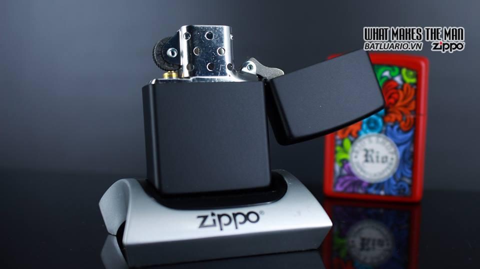 Zippo 29718 - Zippo James Bond 007 Emblem Black Matte 4