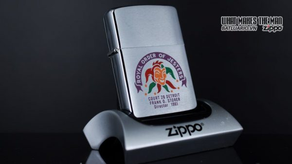 ZIPPO XƯA 1960 – 1961 – ROYAL ORDER OF JESTERS