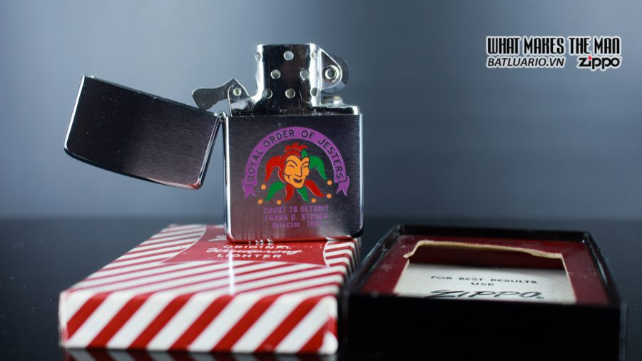 ZIPPO XƯA 1960 – 1961 – ROYAL ORDER OF JESTERS 8