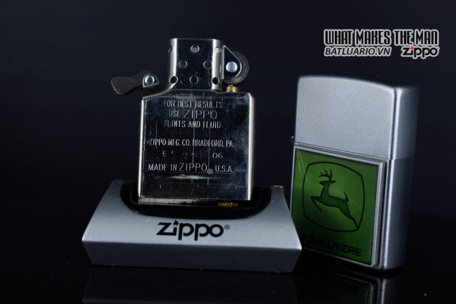ZIPPO 2006 - ZIPPO JOHN DEERE EMBLEM 3