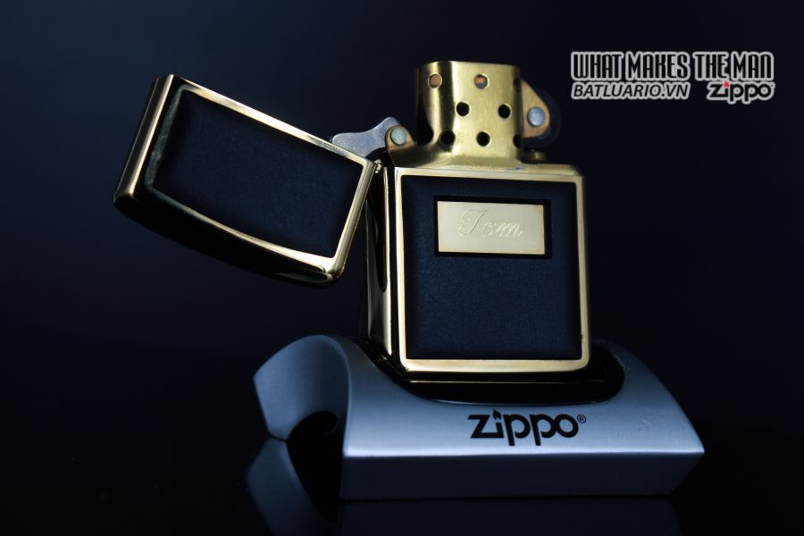 ZIPPO LA MÃ 1988 – ZIPPO ULTRALITE BLACK – GOLD PLATE – TOM 9