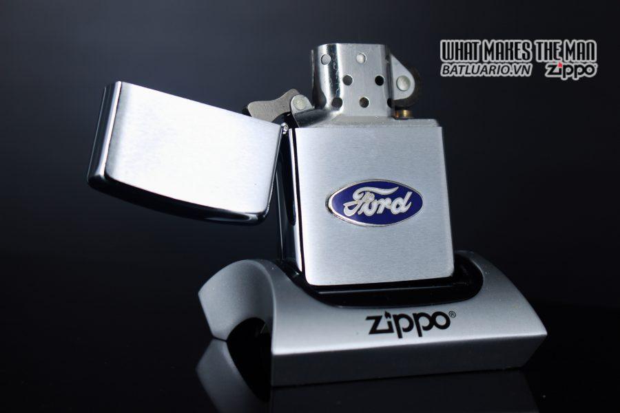 ZIPPO LA MÃ 1990 – FORD 9