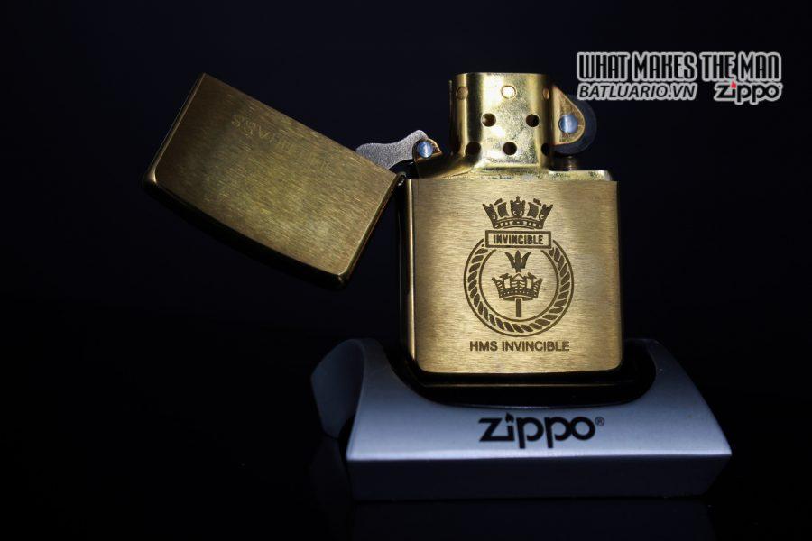ZIPPO LA MÃ 1997 – HMS INVINCIBLE 10