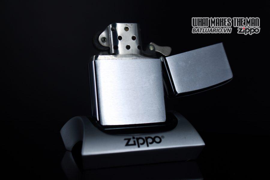ZIPPO XƯA 1977 – BADCOCK 8