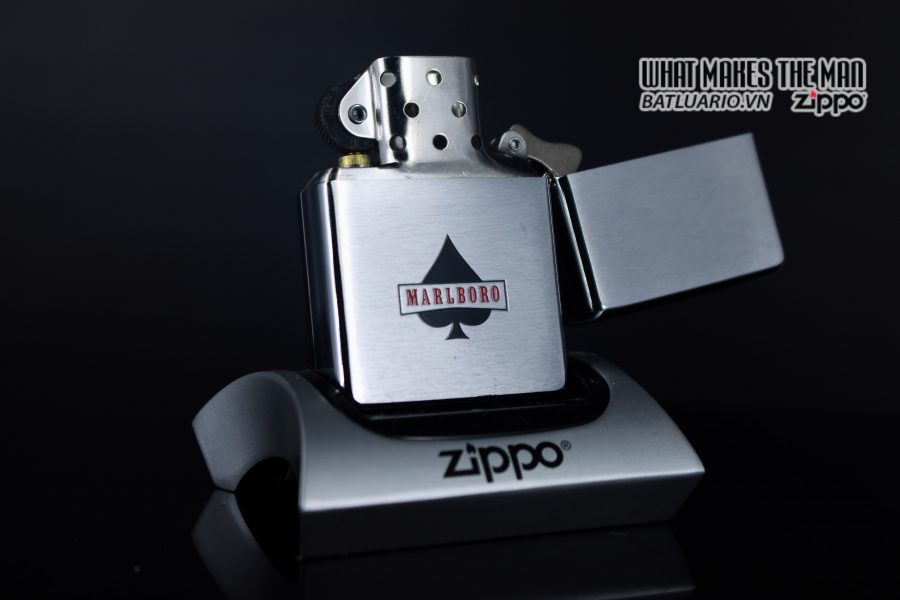 ZIPPO 2001 – ZIPPO MARLBORO ACES/KINGS BLUE WORLD CHAMPIONSHIP POKER 9