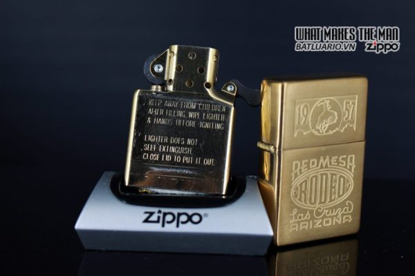 ZIPPO 2001 – ZIPPO RED MESA RODEO MARLBORO LAS CRUZA ARIZONA 2