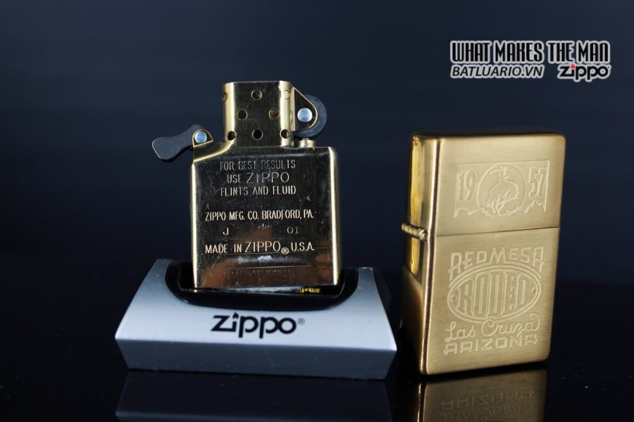 ZIPPO 2001 – ZIPPO RED MESA RODEO MARLBORO LAS CRUZA ARIZONA 3