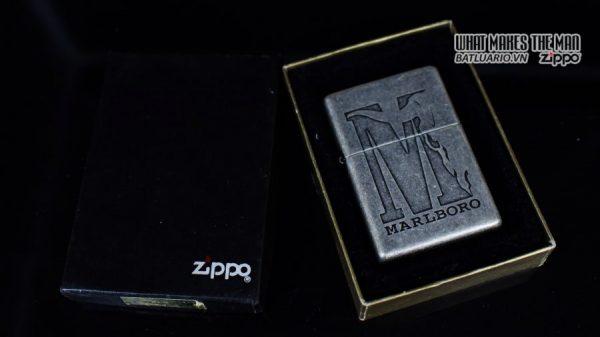 ZIPPO 2002 – MARLBORO BIG M – ANTIQUE SILVER 1