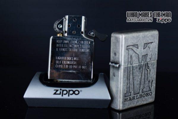 ZIPPO 2002 – MARLBORO BIG M – ANTIQUE SILVER 2