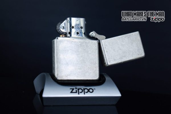 ZIPPO 2002 – MARLBORO BIG M – ANTIQUE SILVER 7