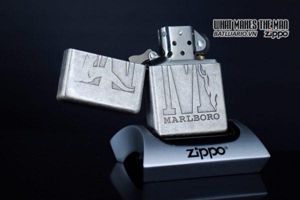 ZIPPO 2002 – MARLBORO BIG M – ANTIQUE SILVER 8