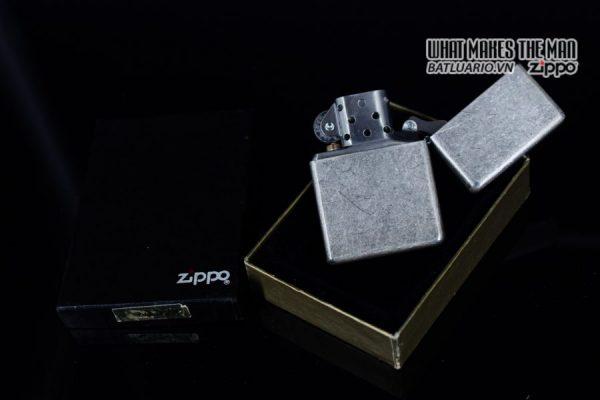 ZIPPO 2002 – MARLBORO BIG M – ANTIQUE SILVER 9