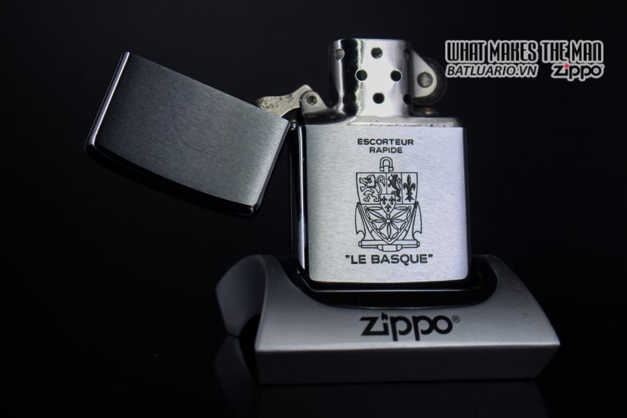 ZIPPO XƯA 1979 – ESCORTEUR RAPIDE LE BASQUE 1