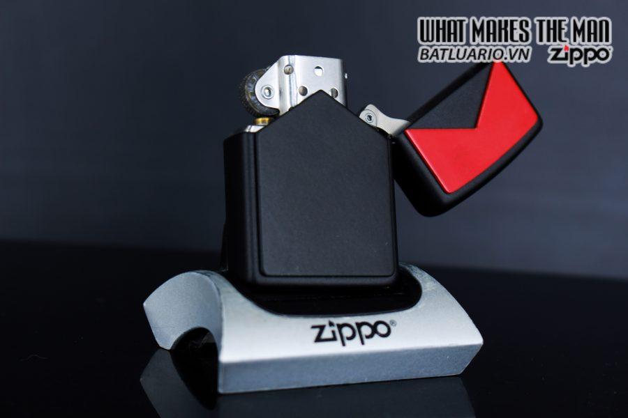 ZIPPO LA MÃ 1995 – MARLBORO BLACK & RED 2