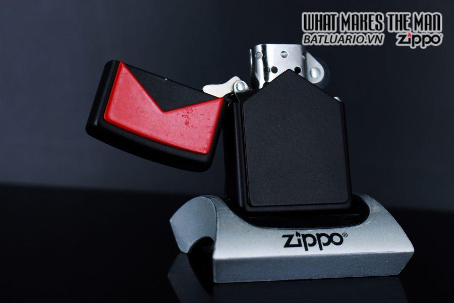 ZIPPO LA MÃ 1997 – MARLBORO BLACK & RED 1