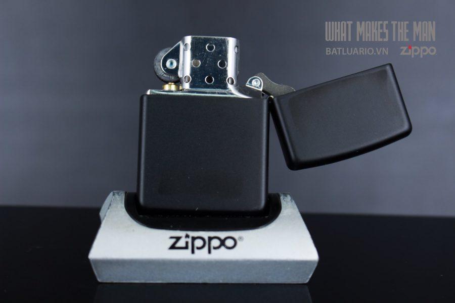 ZIPPO 218 BLACK AND WHITE LION 4