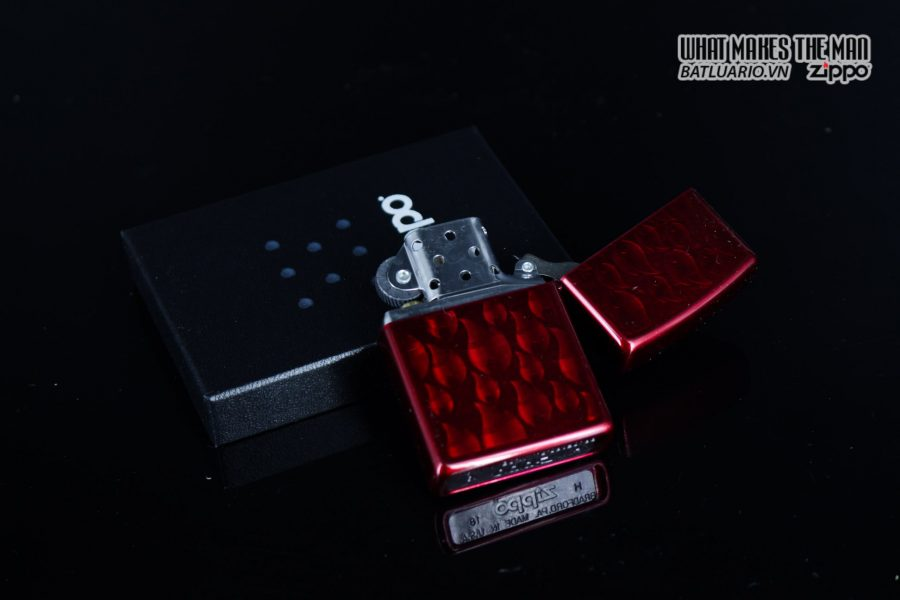 Zippo 29824 – Zippo Iced Zippo Flame Design Candy Apple Red 3