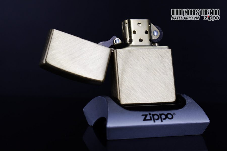 Zippo 29830 – Zippo Regular Herringbone Sweep Brass 12