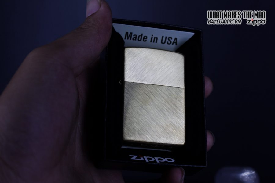 Zippo 29830 – Zippo Regular Herringbone Sweep Brass 14