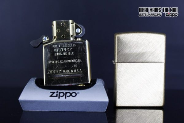 Zippo 29830 – Zippo Regular Herringbone Sweep Brass 9