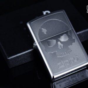 Zippo 29858 – Zippo Skull with Lines Satin Chrome 1