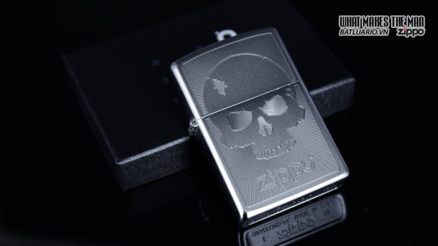 Zippo 29858 – Zippo Skull with Lines Satin Chrome 1